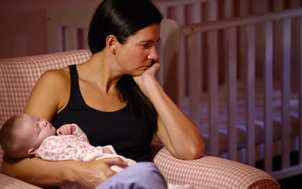 慣れない育児でストレスを抱えるのは、女性のほうが多いようです。