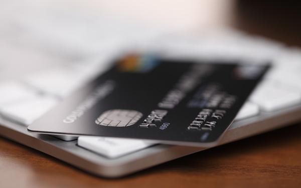 クレジットカード4枚と2枚お金が貯まるのはどっち? 家を買うなら絶対に…