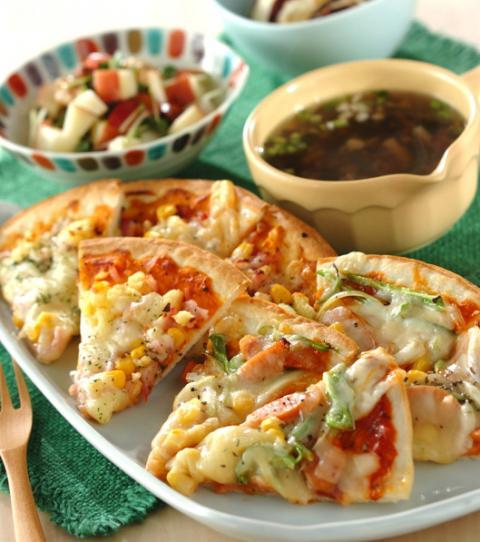 ピザは子供も大人も大好きな2つの味! 3種のキノコが入ったスープは粗びき黒コショウを効かせて。