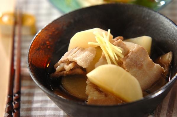 今日の献立は「大根と豚バラの煮物」