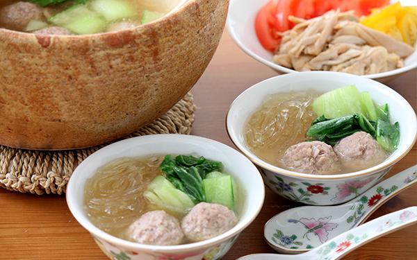子どもも喜ぶ! 自家製中華だしで作る、肉団子と春雨のスープ