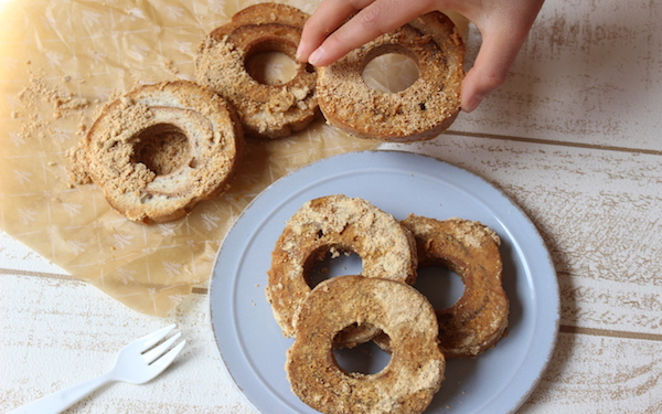 3分で完成! きな粉とメープルシロップがやさしい「お麩ドーナッツ」【今日の時短ごはん Vol.8】