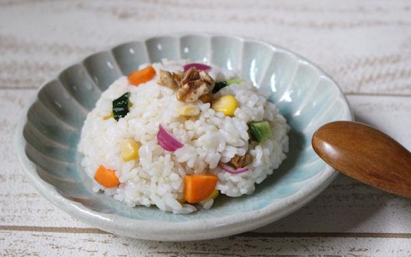 残ったごはん&冷蔵庫の野菜でササッと作る! 「さっぱりライスサラダ」【今日の時短ごはん Vol.19】