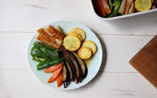 残り野菜がボリューミーな常備菜に!「夏野菜とちくわの揚げ浸し」