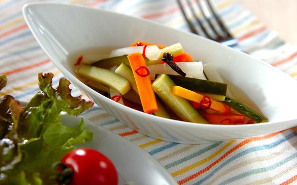 常備菜にも! 漬けてからすぐに食べられるレンジで作るピクルス