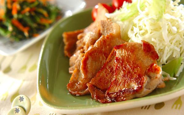 お弁当のおかずにもピッタリ、漬け豚肉のショウガ焼き