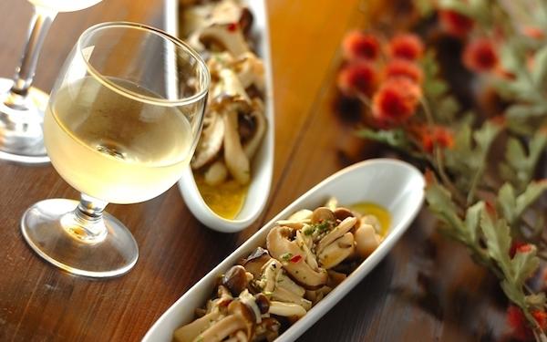 常備菜にぴったり! 白ワインとの相性も抜群なキノコのマリネ