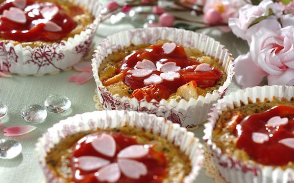 ハムを桜の花びらに、簡単に作れるカップでキッシュ