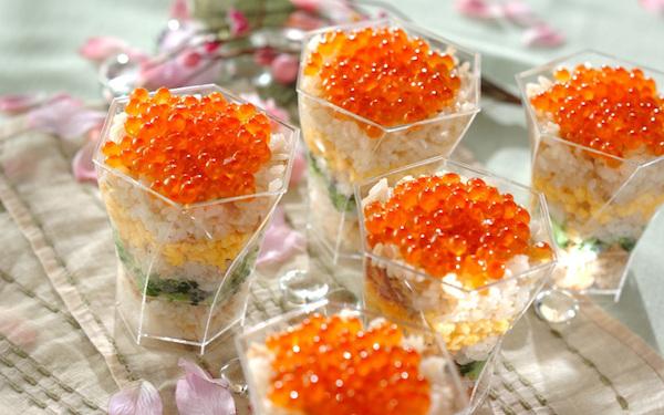 お花見のシメの一品にも最適、彩りカップ寿司