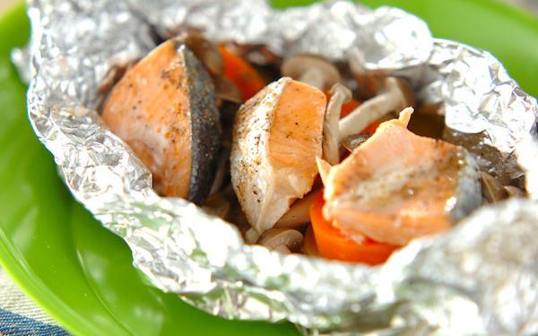 蒸し器がなくても作れる、鮭とポテトのフライパンでホイル焼き