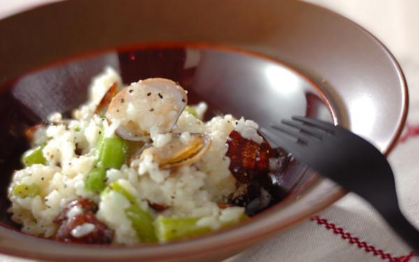 炊いたご飯を使用! 短時間で完成するアサリのリゾット風