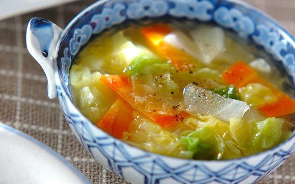 ピリッとしたショウガの辛さがアクセント、春キャベツのスープ