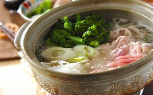 お鍋で体を内側から温めよう! 春野菜と豚肉のしゃぶしゃぶ