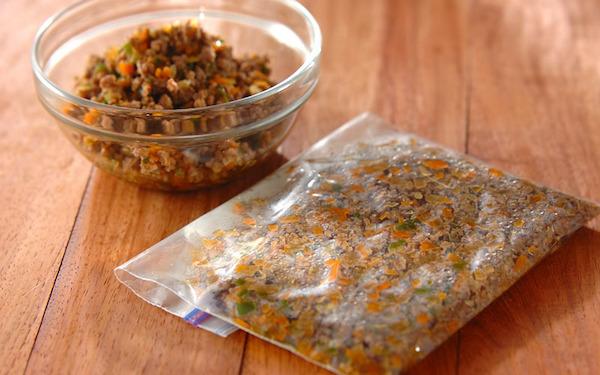 さまざまな料理に使える! 冷凍保存できる、野菜たっぷり牛そぼろ