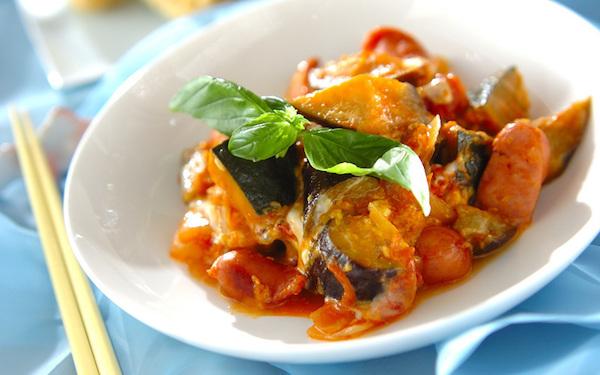 まろやかな味わい、トロトロ卵入り夏野菜のトマト煮
