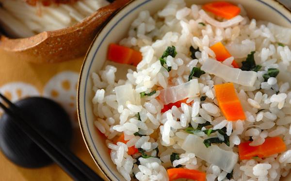野菜を残さず使える! 大根とニンジンのご飯