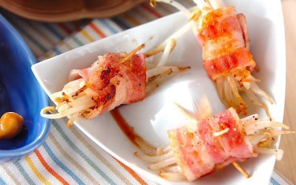 お弁当のおかずにもピッタリ! 簡単に作れるモヤシのベーコン巻き