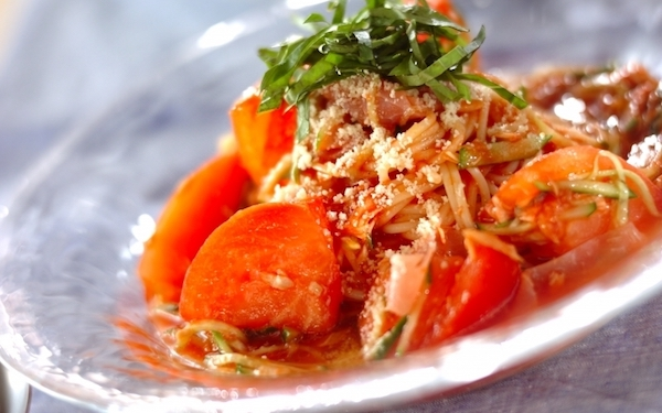 火を使わず簡単に作れる、生ハムとツナの冷製トマトスパゲティー