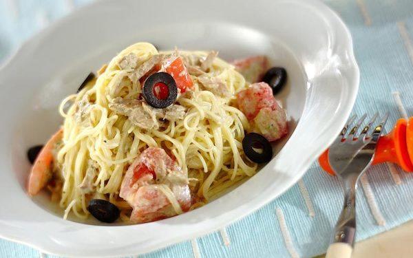 まろやかな味わいで子どもにも好評、トマトとツナの冷製バジルパスタ