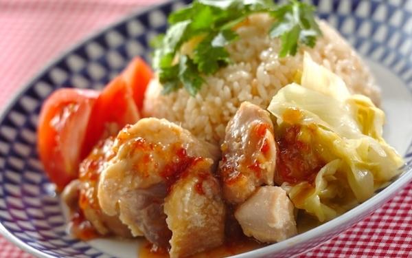 ジューシーなシンガポールの国民食、海南風チキンライス