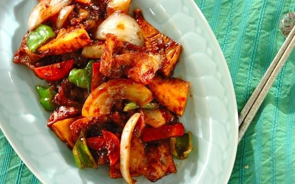 ご飯がもりもり進む美味しさ、豚肉と厚揚げのピリ辛みそ炒め