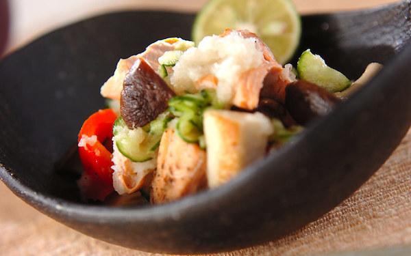 さっぱりと美味しい、旬の味覚が詰まった鮭と野菜のおろし和え