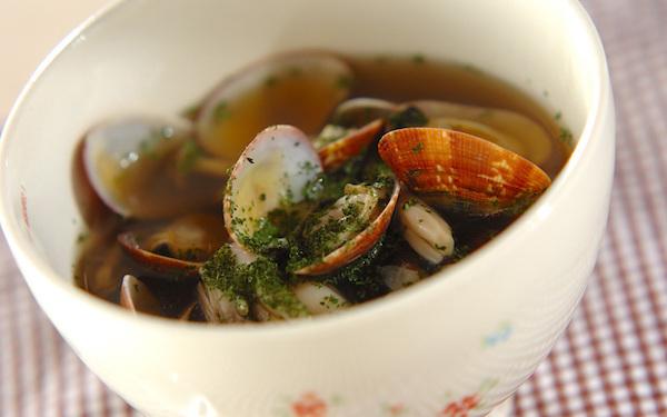 旨味たっぷりで後を引く美味しさ、アサリとキノコのガーリックスープ
