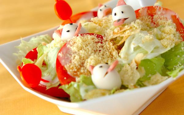 ウズラの卵でお化けを作る、可愛らしいハロウィンサラダ