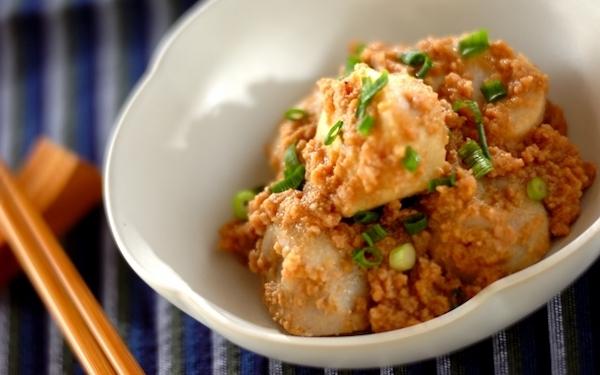 お弁当のおかずにも最適、簡単にできる里芋のそぼろあん