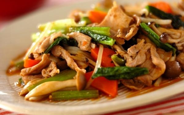 焼肉のタレを使う、ボリューム満点な野菜炒め