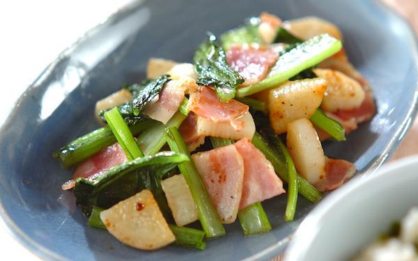 時間がないときにも最適! 小松菜と長芋のエスニック炒め