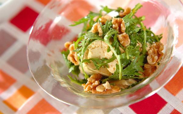 パリパリ食感が小気味良い! 春菊と豆腐のピリ辛サラダ