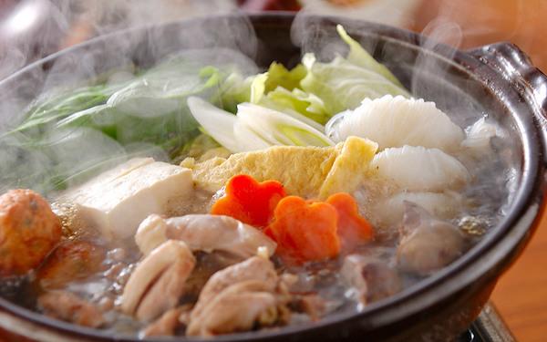 簡単にできる! 鶏肉と野菜がたっぷり入ったちゃんこ鍋