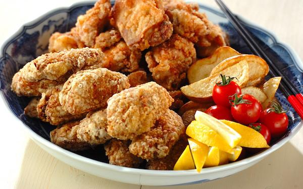 子どもから大人まで大好き! 鶏唐揚げとフライドポテト