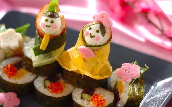 巻き寿司がひな壇に! キュートなひな祭り巻き寿司