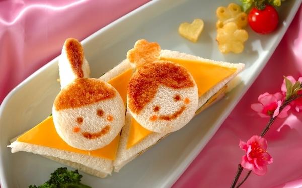 食パンに顔を描くだけ、簡単にできるひな祭りサンドイッチ
