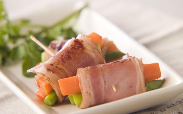 お弁当からパーティーまで幅広く使える、アスパラのベーコン巻き