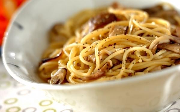 麺つゆを使って簡単にできる、キノコの和風パスタ