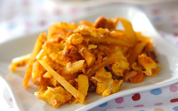 手軽に作れて便利なジャガイモと卵のケチャップ炒め