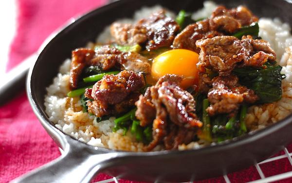 フライパンで作って食べる! ビビンバ風焼き肉丼