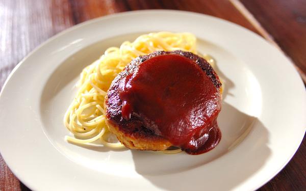 懐かしい味、肉の旨味を堪能できる昭和のハンバーグ