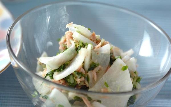 どんな主食にも合う、簡単に作れる大根とツナのサッパリマリネ
