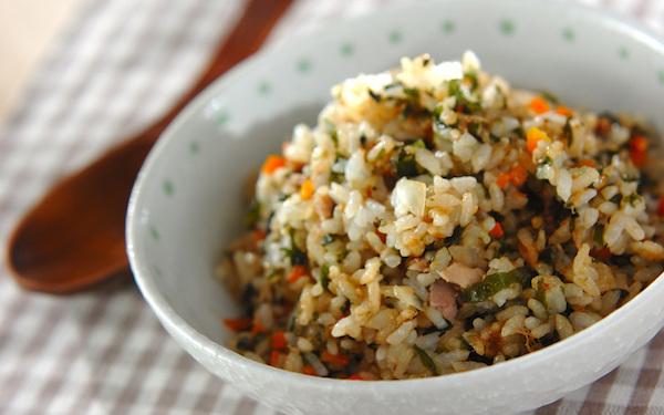 野菜、海藻、魚がとれる、万能なワカメチャーハン