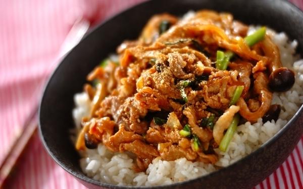 忙しいときにもササッと作れるお助けレシピ、豚プルコギ丼