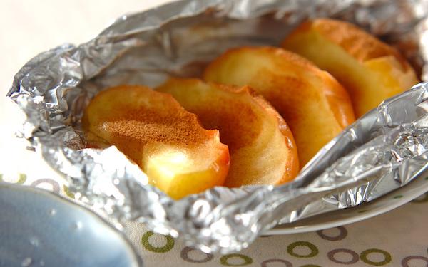 熱々を食べたい! リンゴのホイル焼き