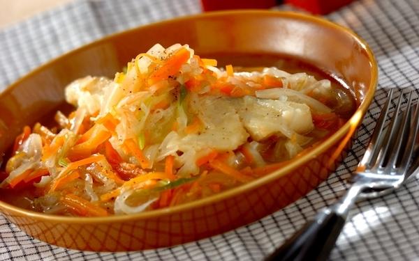 時短できる! 甘塩タラとせん切り野菜のコンソメ煮