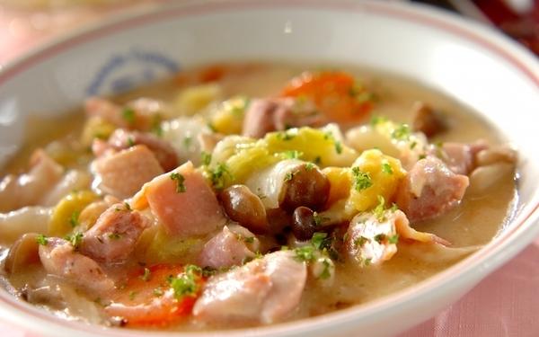 トロッとやわらかくて食べやすい、白菜のクリームシチュー