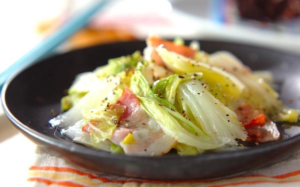 簡単に作れるのに絶品! ベーコンと白菜の塩バター蒸し