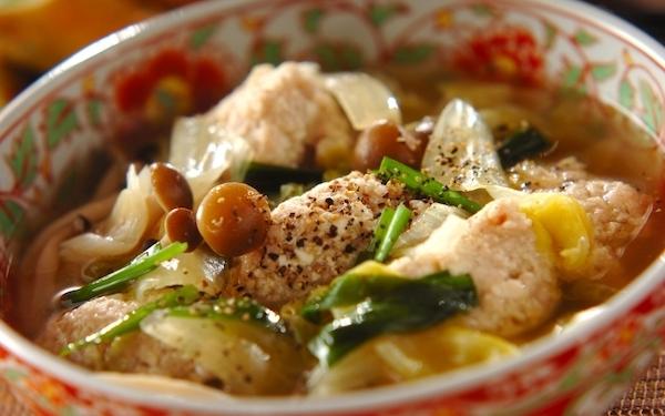 野菜たっぷりでヘルシー、肉団子スープ