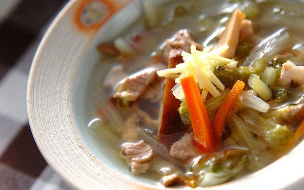 栄養バランスがバツグン、具沢山な白菜のスープ